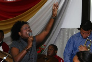 Worship leader Lauren Smith Perez singing at Central Methodist Church in Havana, Cuba. Photo by Steve Beard.